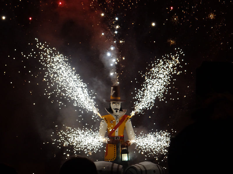 celebrating bonfire night guy fawkes