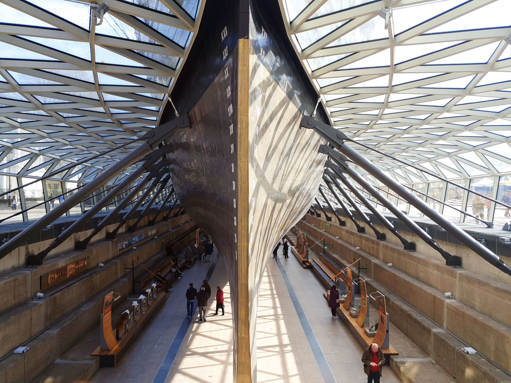 Exploring the Cutty Sark in Greenwich London - Roaming Required